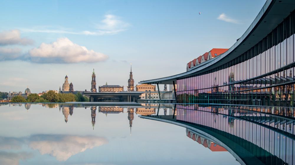Internationales Congress Center Dresden mit Blick auf die Innenstadt von Dresden